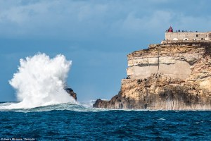 2ddc01dc00000578-3294639-in_the_peak_summer_months_the_beaches_of_nazare_attract_thousand-a-7_1446107336154